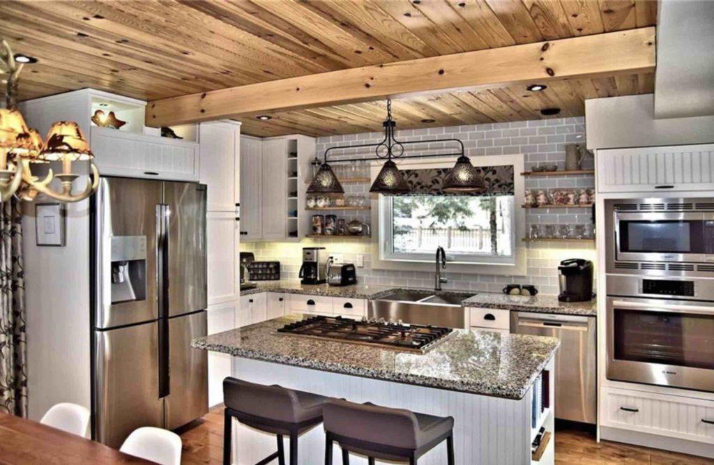 All-season Kennisis Lake Cottage for Sale