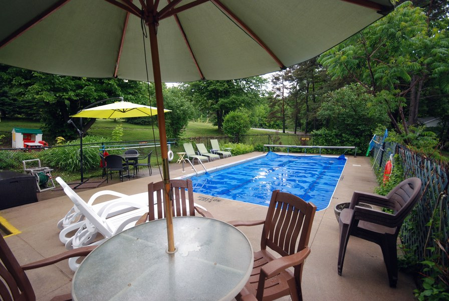 Ogopogo resort Haliburton hotels swimming pool and lounge chairs