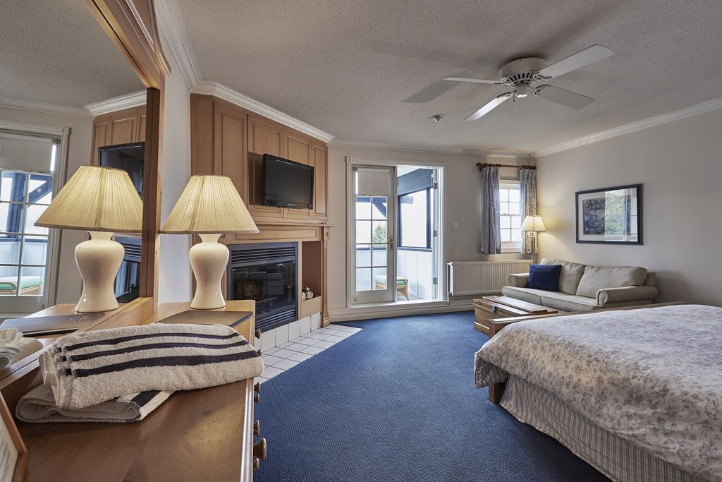 Sir Sams Inn hotels haliburton Lakwinds6-1